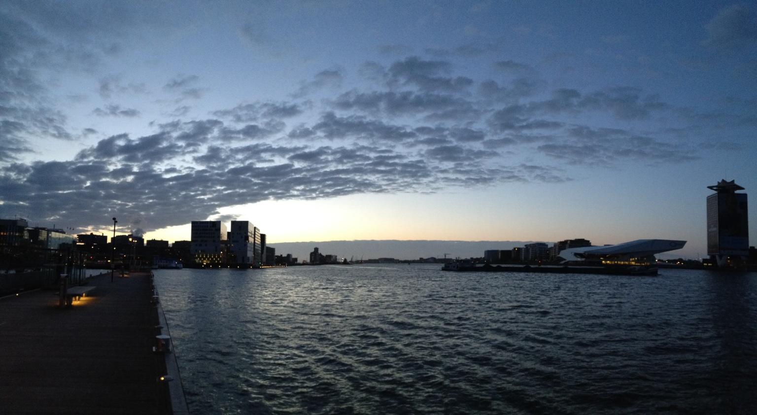 Amsterdam en avondschemer... genieten