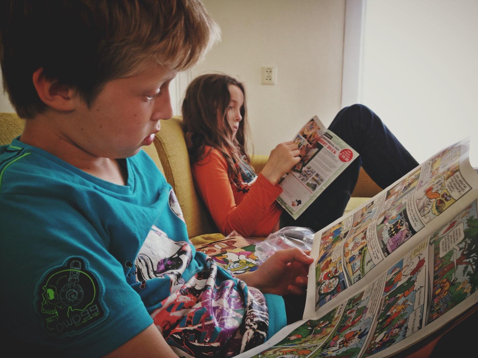 Donald Duck lezen wordt als straf gezien. Ze willen tv #waargaathetheenmetdejeugd