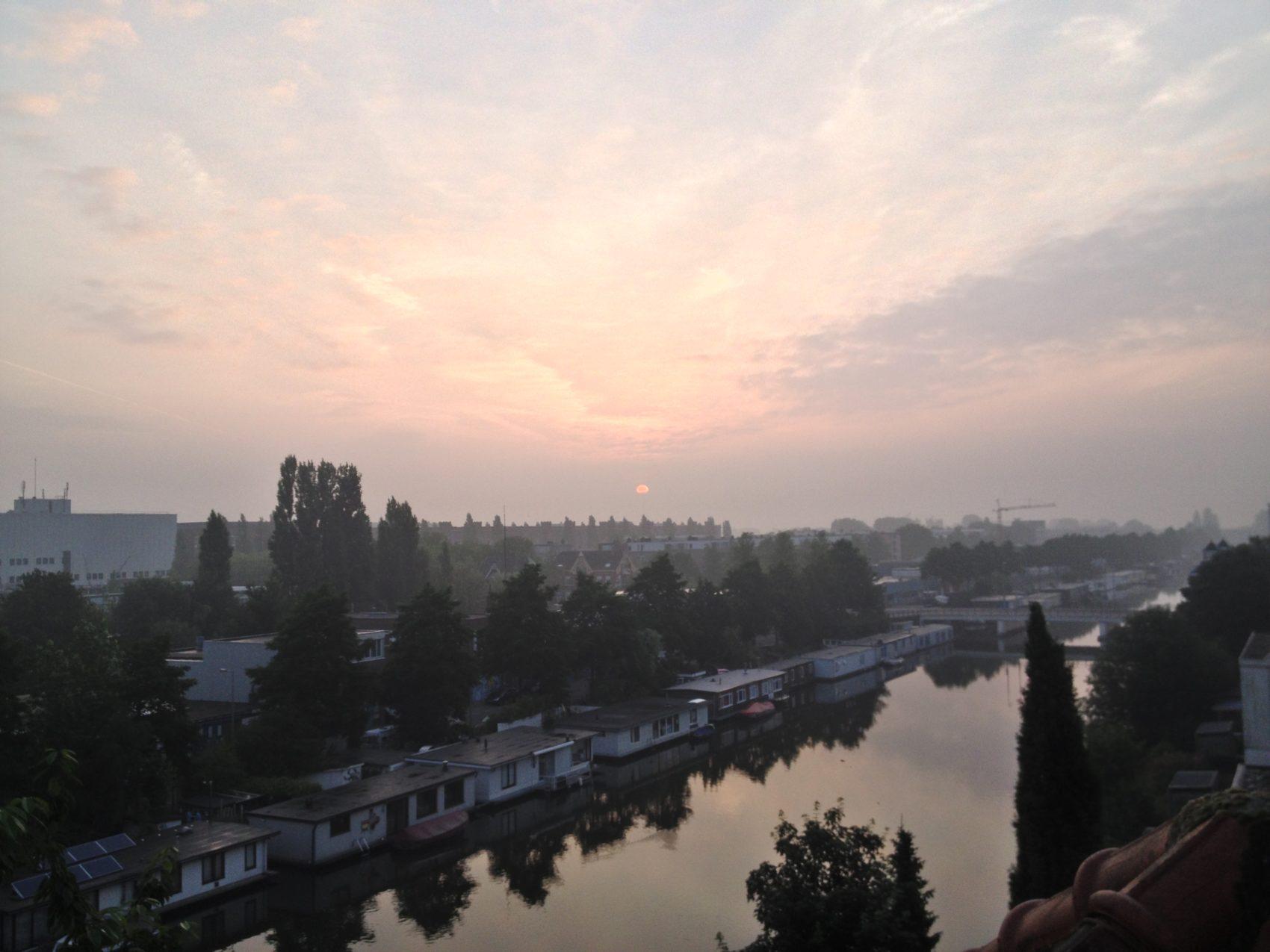 zonsopgang over het lozingskanaal
