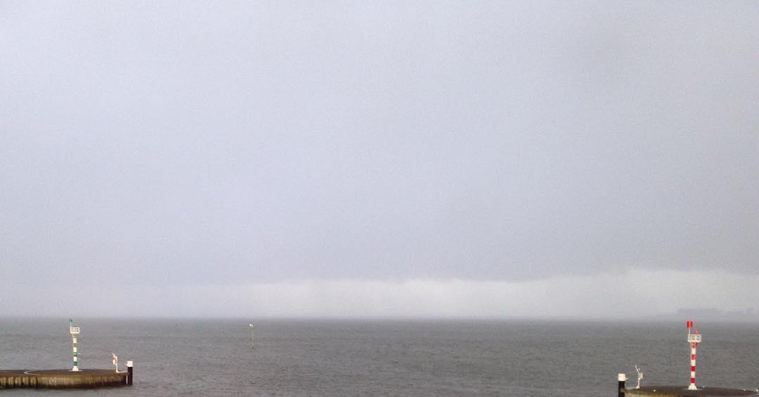 uit de haven naar de nevelige Waddenzee