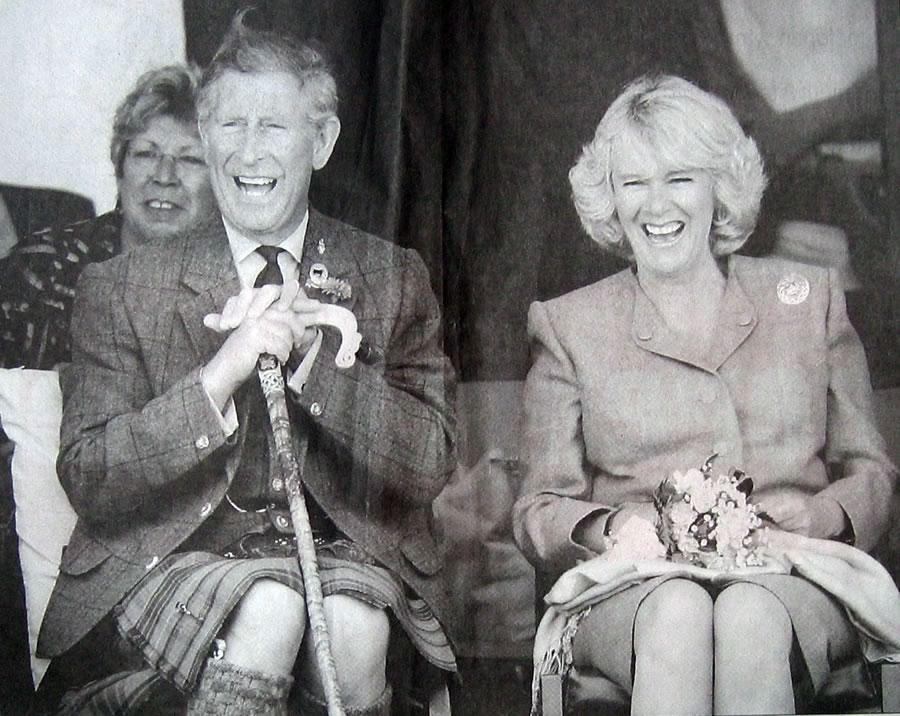 De Britse Kroonprins Charles en zijn aanstaande echtgenote Camila Parker-Bowles tijdens de Mey Highland Games in Schotland augustus 2004 (foto Reuters)